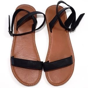 3/$25 Abercrombie & Fitch Black Strap Sandals